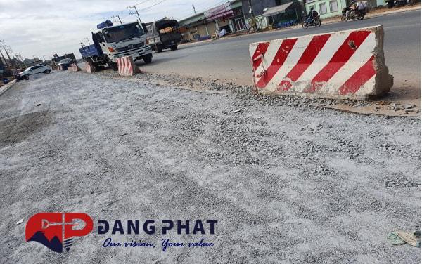 Xây dựng đường giao thông DT743